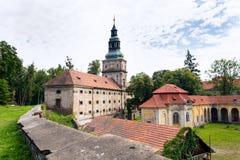Μπαρόκ κιστερκιανό μοναστήρι Plasy, περιοχή Plzen, της Δημοκρατίας της Τσεχίας, θερινή ημέρα στοκ φωτογραφίες