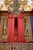 Μπαρόκ κρεβάτι στο παλάτι του Hampton Court κοντά στο Λονδίνο στοκ εικόνες με δικαίωμα ελεύθερης χρήσης