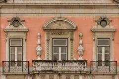 Μπαρόκ μπαλκόνι και παράθυρα. Foz παλάτι. Λισσαβώνα. Πορτογαλία στοκ εικόνες