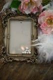 Μπαρόκ πλαίσιο φωτογραφιών με τα μαργαριτάρια και τα τριαντάφυλλα Στοκ Εικόνα