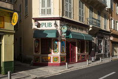 Μπαρ στην οδό στη Νίκαια, Γαλλία Στοκ φωτογραφία με δικαίωμα ελεύθερης χρήσης