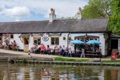 Μπαρ στις κλειδαριές Foxton στο μεγάλο κανάλι ένωσης, Leicestershire, UK στοκ εικόνες