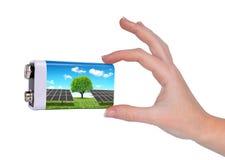 Μπαταρία εκμετάλλευσης χεριών με τα ηλιακά πλαίσια Στοκ Φωτογραφίες