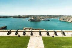 Μπαταρία χαιρετισμού στον κόλπο Valletta Στοκ εικόνες με δικαίωμα ελεύθερης χρήσης