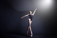 Μπαλέτο στο σκοτάδι Στοκ Εικόνες