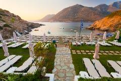 Μπαλί, νησί Κρήτη, Ελλάδα, - 21 Ιουνίου 2016: Τοπίο πρωινού με τα βουνά, τη θάλασσα και την άνετη παραλία πλησίον του χωριού Μπαλ Στοκ Φωτογραφία