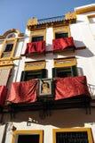 Μπαλκόνια τετάρτων Triana κατά τη διάρκεια της ιερής εβδομάδας, Σεβίλλη, Ανδαλουσία, Ισπανία στοκ εικόνες