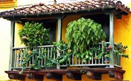 Μπαλκόνι ισπανικός-ύφους στην ιστορική πόλη της Καρχηδόνας, Κολομβία Στοκ εικόνες με δικαίωμα ελεύθερης χρήσης