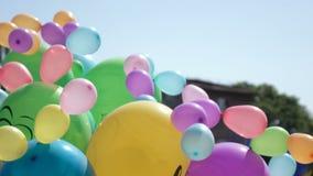 Μπαλόνια αέρα στην οδό απόθεμα βίντεο