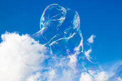 Μπαλόνια σαπουνιών ενάντια στο μπλε ουρανό 1 Στοκ Εικόνες