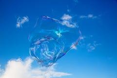 Μπαλόνια σαπουνιών ενάντια στο μπλε ουρανό 10 Στοκ φωτογραφία με δικαίωμα ελεύθερης χρήσης