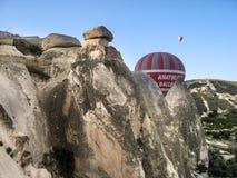 Μπαλόνια σε Cappadocia Στοκ Εικόνες