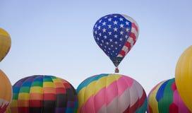 Μπαλόνι αστεριών και λωρίδων που αυξάνεται πρώτα Στοκ Φωτογραφία