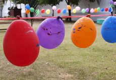 Μπαλόνι για τις εξαρτήσεις που παίζουν στο έδαφος παιχνιδιού Στοκ φωτογραφία με δικαίωμα ελεύθερης χρήσης