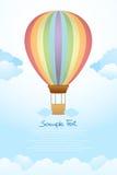 Μπαλόνι ζεστού αέρα flyng στον ουρανό Στοκ Εικόνα