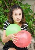 Μπαλόνι παιχνιδιού κοριτσιών Στοκ Φωτογραφία