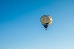 Μπαλόνι στον ουρανό Στοκ εικόνες με δικαίωμα ελεύθερης χρήσης