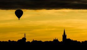 Μπαλόνι στο ηλιοβασίλεμα Στοκ Φωτογραφίες