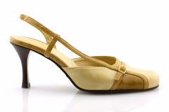 μπεζ απομονωμένο θηλυκό παπούτσι Στοκ Φωτογραφία