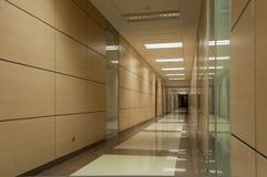 μπεζ διάδρομος μακρύς στοκ εικόνες με δικαίωμα ελεύθερης χρήσης