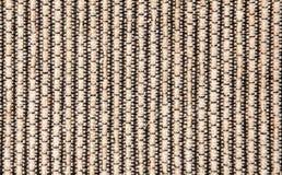 Μπεζ μαύρο ριγωτό κατασκευασμένο ζαρωμένο ύφασμα καναπέδων στοκ φωτογραφία με δικαίωμα ελεύθερης χρήσης