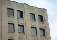Μπεζ συγκεκριμένη κατοικία οικοδόμησης ή θέση γραφείων κεντρικός Στοκ εικόνες με δικαίωμα ελεύθερης χρήσης