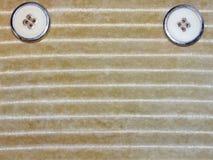 Μπεζ ύφασμα με το κουμπί Στοκ εικόνα με δικαίωμα ελεύθερης χρήσης