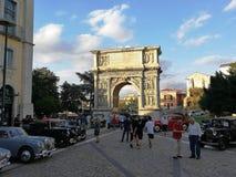Μπενεβέντο - κλασικά αυτοκίνητα Arco Traiano Στοκ Εικόνες