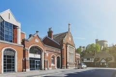 Μπερκσάιρ, UK - τον Απρίλιο του 2018: Ιστορική οικοδόμηση του σιδηροδρομικού σταθμού όχθεων ποταμού Windsor & Eton στο Μπερκσάιρ, στοκ εικόνες