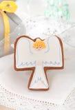 Μπισκότα αγγέλου Χριστουγέννων στην άσπρη ανασκόπηση Στοκ Εικόνα