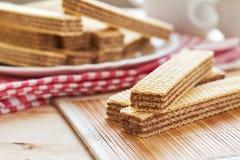 Μπισκότα γκοφρετών με την κρέμα σοκολάτας Στοκ Φωτογραφία