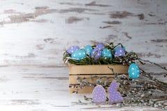 Μπισκότα και αυγά μελοψωμάτων Πάσχας Στοκ Εικόνες