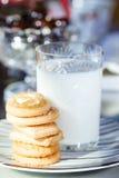 Μπισκότα και γάλα Στοκ εικόνα με δικαίωμα ελεύθερης χρήσης