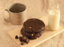 Μπισκότα και γάλα σοκολάτας Στοκ φωτογραφίες με δικαίωμα ελεύθερης χρήσης