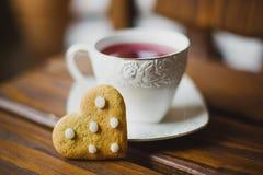 Μπισκότα και τσάι πιπεροριζών Στοκ εικόνα με δικαίωμα ελεύθερης χρήσης