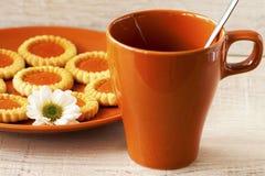 Μπισκότα και φλιτζάνι του καφέ Στοκ εικόνες με δικαίωμα ελεύθερης χρήσης