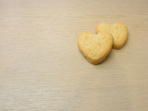 Μπισκότα καρδιών στο ξύλινο υπόβαθρο. Στοκ φωτογραφία με δικαίωμα ελεύθερης χρήσης