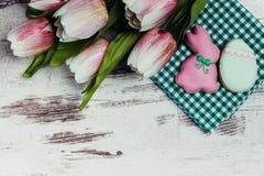 Μπισκότα κουνελιών και αυγών Πάσχας Στοκ Εικόνες