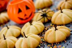 Μπισκότα κολοκύθας αποκριών - αστεία και το υγιές γλυκό μεταχειρίζεται Στοκ Εικόνες