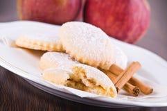 μπισκότα μήλων που γεμίζουν Στοκ Εικόνες