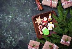 Μπισκότα μελοψωμάτων Χριστουγέννων στη μορφή Santa, snowflake, cand Στοκ φωτογραφία με δικαίωμα ελεύθερης χρήσης