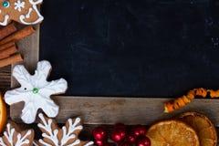 Μπισκότα μελοψωμάτων Χριστουγέννων Στοκ Φωτογραφίες