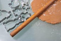 Μπισκότα μελοψωμάτων ψησίματος Στοκ φωτογραφίες με δικαίωμα ελεύθερης χρήσης