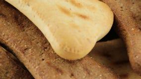 Μπισκότα με μορφή του κόκκαλου απόθεμα βίντεο