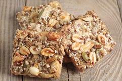 Μπισκότα με τα καρύδια και τους σπόρους Στοκ εικόνα με δικαίωμα ελεύθερης χρήσης