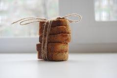 Μπισκότα με την παπαρούνα στον πίνακα Στοκ Εικόνα