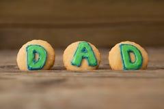Μπισκότα με το πράσινο κείμενο μπαμπάδων στον πίνακα Στοκ φωτογραφίες με δικαίωμα ελεύθερης χρήσης