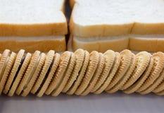 Μπισκότα με το υπόβαθρο ψωμιού Στοκ Φωτογραφίες