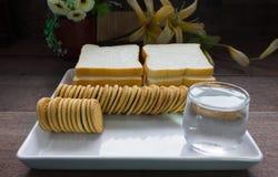 Μπισκότα με το υπόβαθρο ψωμιού Στοκ Εικόνες