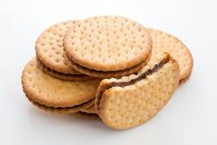 Μπισκότα μπισκότων που γεμίζουν με τη σοκολάτα Στοκ Φωτογραφία